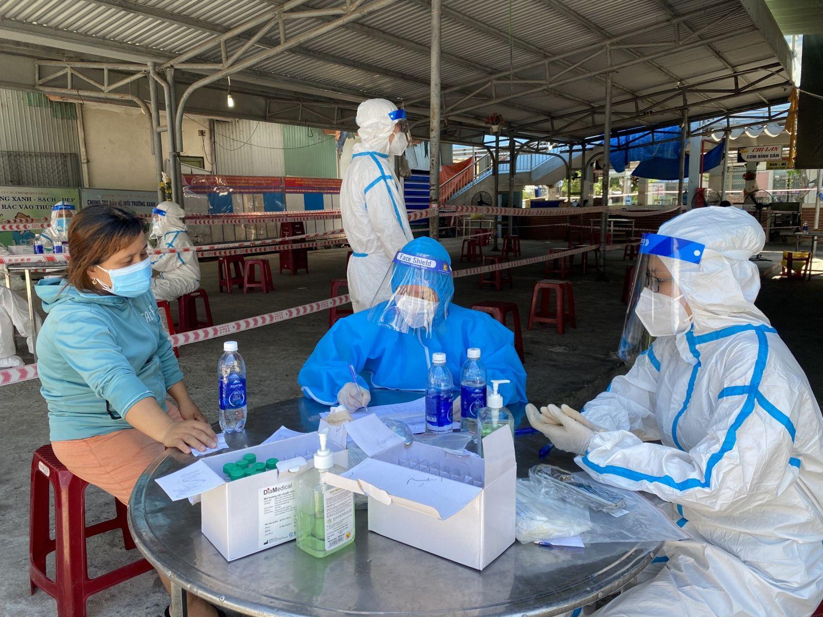 Hiện nay trên địa bàn TP Đà Nẵng, quận Sơn Trà đang là điểm nóng về số ca mắc Covid-19, qua kết quả xét nghiệp sàn lọc trong ngày 3/8, đã ghi nhận 60 ca dương tính.