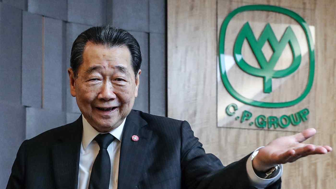 Dhanin Chearavanont, trong ảnh trong một cuộc phỏng vấn vào năm 2019, sẽ trồng và cho đi một loại thảo mộc truyền thống đã được chứng minh là có thể giúp những người mắc bệnh COVID-19 nhẹ để giảm bớt áp lực cho hệ thống y tế của Thái Lan. (Ảnh của Kosaku Mimura)