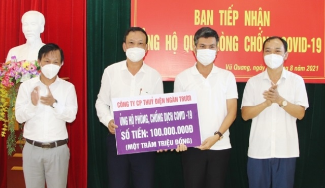 Hà Tĩnh: Doanh nghiệp ủng hộ huyện Vũ Quang gần 400 triệu đồng phòng chống dịch Covid-19