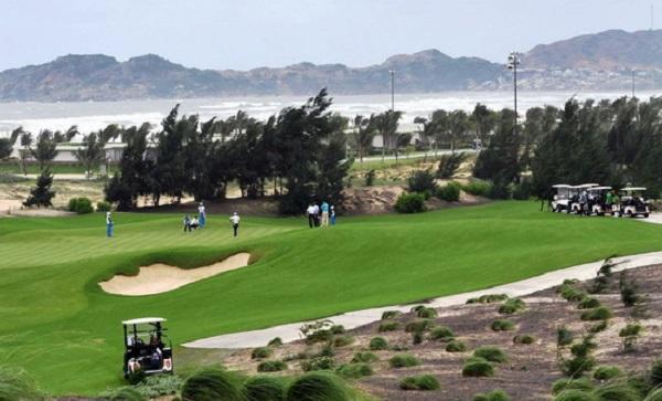 """Buổi golf """"đắt giá"""" của Phó Cục trưởng Cục Thuế tỉnh Bình Định"""
