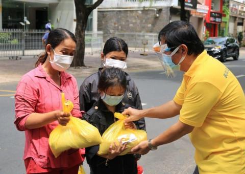 """Chương trình """"Hạt vàng Bưu điện"""" tặng 700 tấn gạo ngon cho 233.000 người dân gặp khó khăn"""