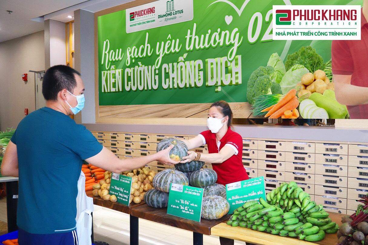 """chương trình """"Rau sạch yêu thương – Kiên cường chống dịch"""", với 20 tấn rau củ quả dinh dưỡng trao tặng đến Quý cư dân Diamond Lotus Riverside (DLRS) và CBNV. . ."""