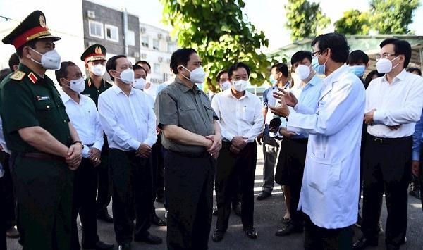 Thủ tướng kiểm tra công tác điều trị Covid-19 tại Bệnh viện Đa khoa tỉnh Bình Dương