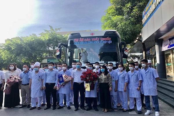 Đoàn cán bộ y tế của Tổng Công ty CP Hợp Lực lên đường vào TP Hồ Chí Minh chống dịch
