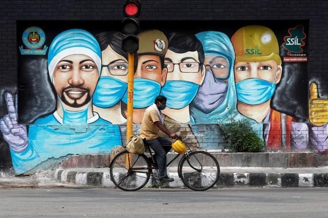 Tranh đường phố tuyên truyền chống dịch