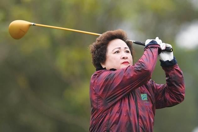 Madame Nguyễn Thị Nga trên sân golf