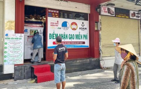 Hoa hậu Việt Nam 2010 Ngọc Hân và các mạnh thường quân phát động cây ATM gạo di động