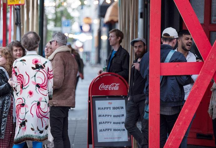 Tại sao Iceland đã thành công trong việc tiêm chủng nhưng vẫn chứng kiến số ca nhiễm tăng cao?