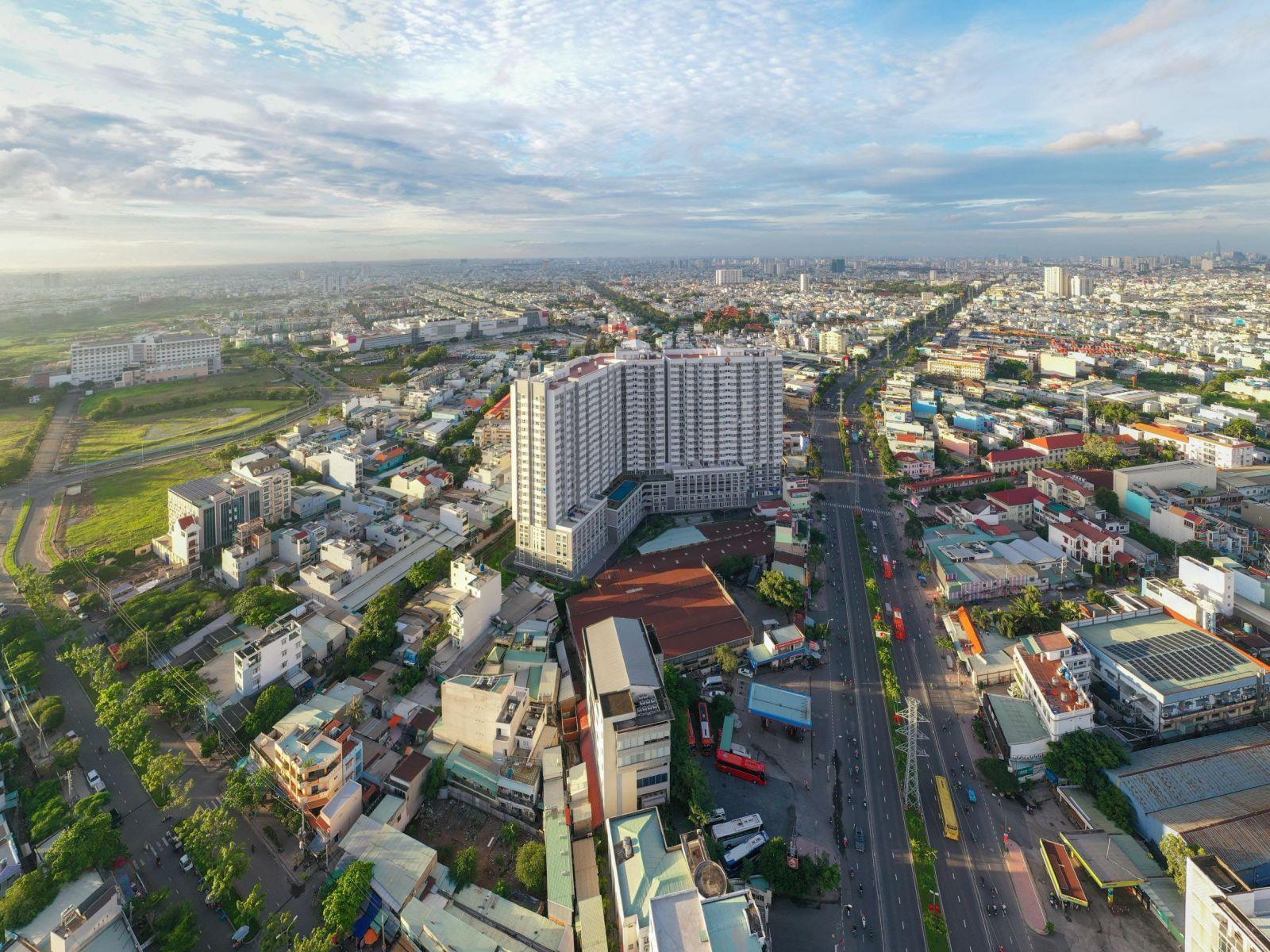 Hạ tầng quận Bình Tân hoàn thiện với nhiều tuyến đường lớn rộng thoáng. (Ảnh: Hưng Thịnh Land)