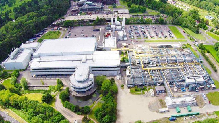Nhà lắp ráp điện thoại thông minh lớn nhất Trung Quốc hoàn tất thương vụ mua lại nhà máy chip ở Anh