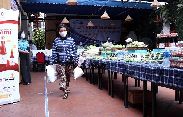 TP. Hồ Chí Minh: Lên kế hoạch hỗ trợ doanh nghiệp và sẽ không để người dân thiếu ăn thiếu mặc