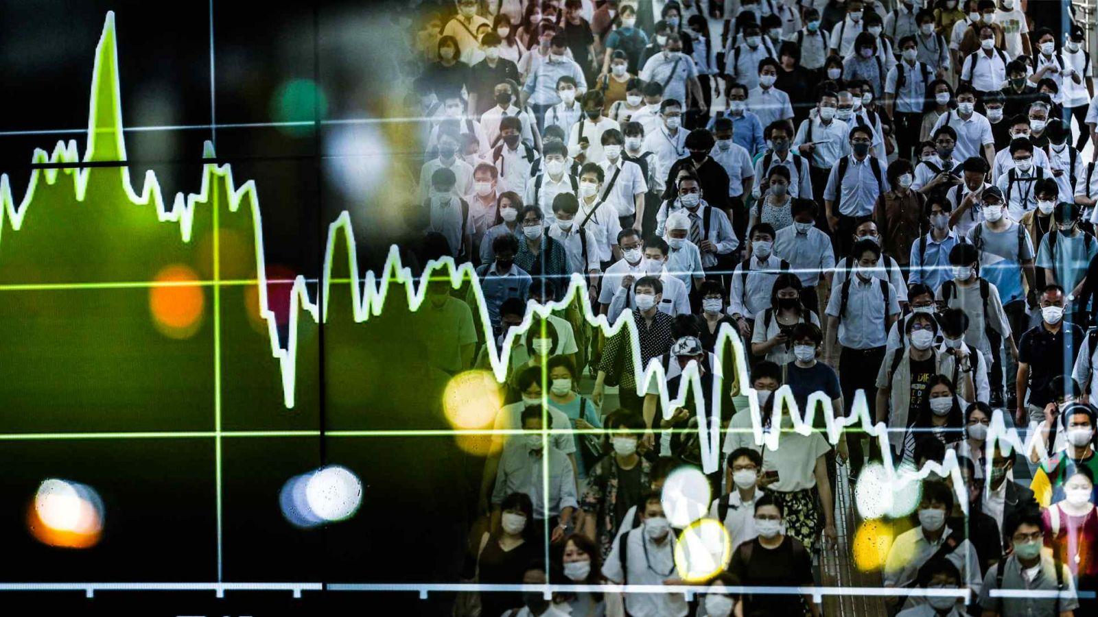 """Một chiến lược gia thị trường mới nổi cho biết: """"Sự nghiêm ngặt trong các biện pháp khóa cửa có tương quan nghịch với hoạt động của thị trường, đặc biệt là các cổ phiếu nhạy cảm với nhu cầu trong nước. (Nguồn ảnh của Tetsuya Kitayama và Reuters)"""