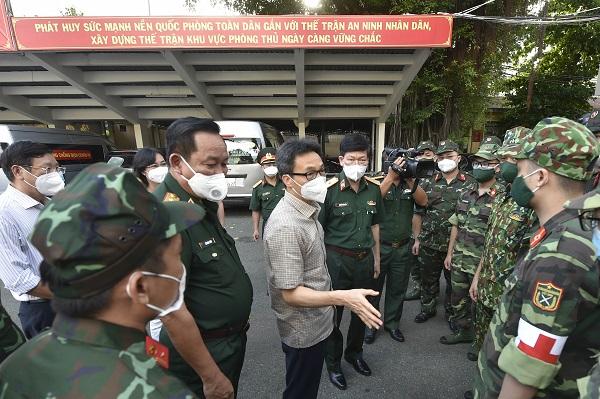 Chùm ảnh: Phó Thủ tướng Vũ Đức Đam kiểm tra trước thời điểm TP. Hồ Chí Minh siết chặt Chỉ thị 16