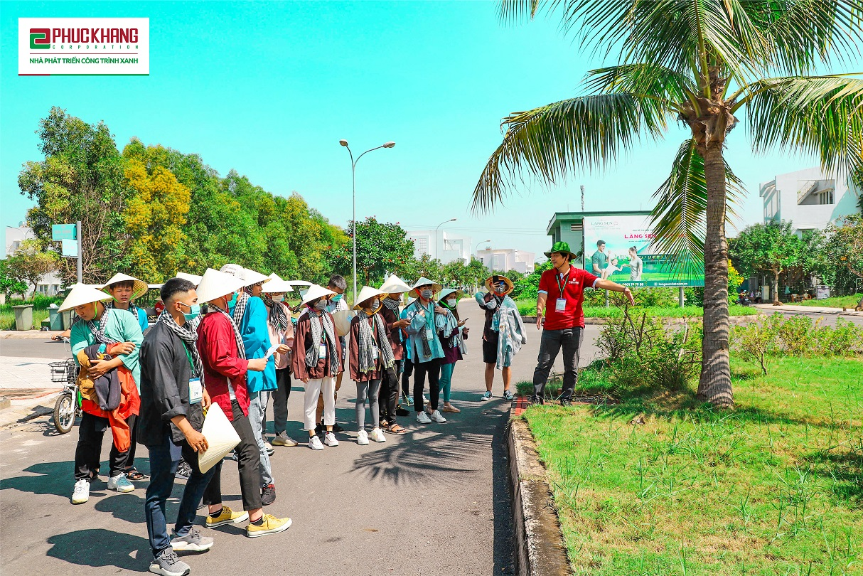 Các nhóm sinh viên tham quan tại dự án Làng Sen Việt Nam