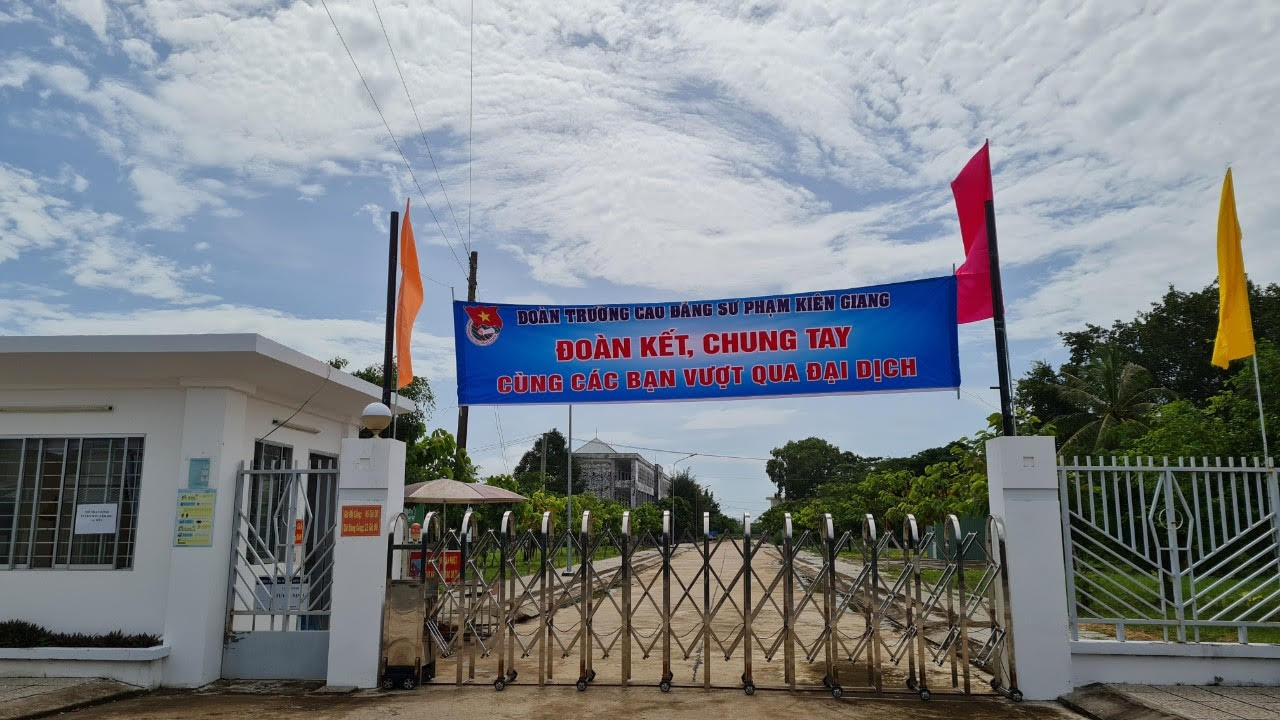 Trường Cao đẳng Kiên Giang, 1 trong 4 điểm được chọn làm nơi cách ly tập trung 386 công dân trở về từ TP.HCM (Ảnh: Xuân Lam)