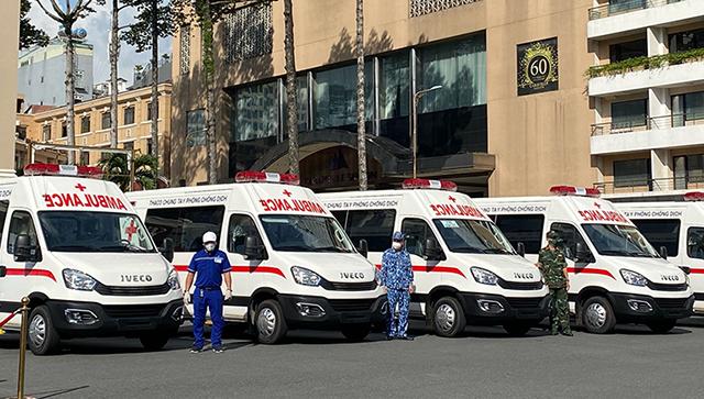 30 xe cứu thương do Thaco tài trợ chống dịch tại TP.HCM.