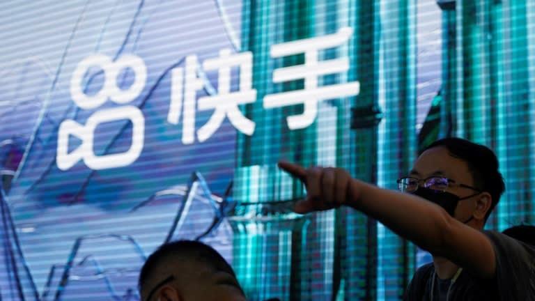 Logo Kuaishou Technology. Cổ phiếu của công ty video ngắn này đã tăng vọt sau khi ban lãnh đạo cho biết công nhân không còn phải đến vào mỗi Chủ nhật khác. © Reuters