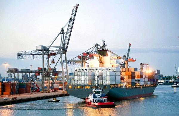 Với đường bờ biển dài 3.200 km cùng 19.000 km đường thủy nội địa và 45 tuyến chính được sử dụng để vận chuyển hàng hóa, Việt Nam đang khai thác tốt mạng lưới đường thủy nội địa cho hoạt động vận tải và được đánh giá còn nhiều tiềm năng để mở rộng phát triển