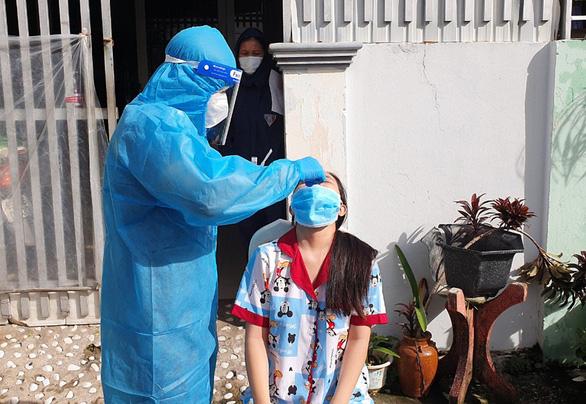 Tỉnh Kiên Giang đang lấy mẫu xét nghiệm diện rộng toàn tỉnh để tách F0 ra khỏi cộng đồng (Ảnh: K.NAM)