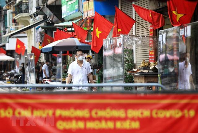 Hình ảnh nhân dân Thủ đô treo cờ rực rỡ kỷ niệm ngày Quốc khánh