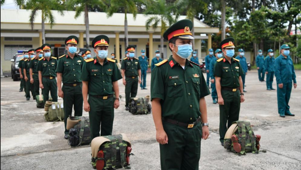 Các chiến sĩ được tăng cường cho Rạch Giá làm nhiệm vụ phối hợp bảo vệ, kiểm soát và khống chế dịch bệnh