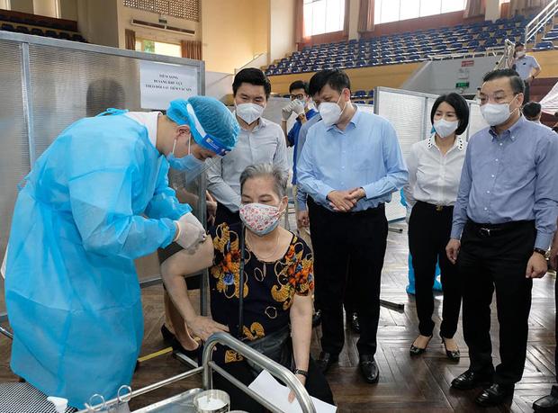 Hà Nội đạt công suất tiêm vắc xin Covid-19 cao kỷ lục