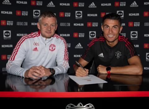 Ronaldo chính thức ký hợp đồng với Manchester United