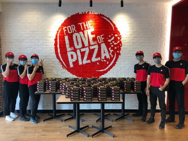 Đội ngũ nhân viên của Pizza hut tham gia Bếp thiện nguyện tại tỉnh Đồng Nai