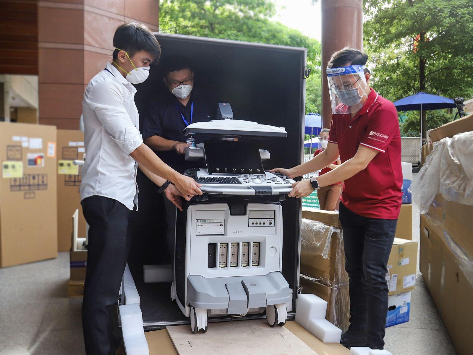 Máy siêu âm DOPPLER MÀU với công nghệ tiên tiến,hiện đại nhất thế giới được Phuc Khang Corporation trao tặng cho BV ĐHYD TP.HCM