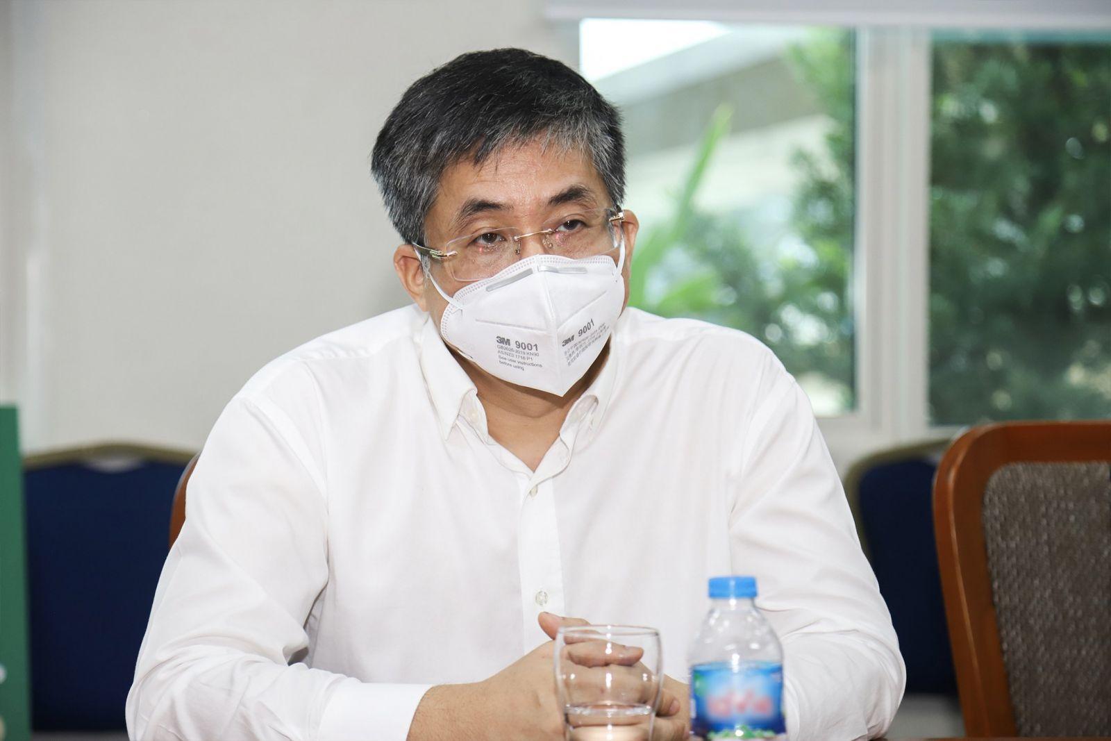 PGS. TS. BS Nguyễn Hoàng Bắc – Giám đốc BV ĐHYD TP.HCM chia sẻ sự cảm động và niềm vinh dự trước sự hỗ trợ trang thiết bị y tế của Phuc Khang Corporation