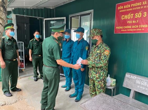 Chỉ huy trưởng Bộ đội Biên phòng Kiên Giang kiểm tra các chốt phòng, chống dịch ở Phú Quốc