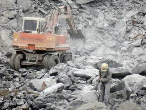 Hà Tĩnh: Doanh nghiệp nợ gần 28 tỷ đồng tiền cấp quyền khai thác khoáng sản bị tạm tước quyền sử dụng giấy phép
