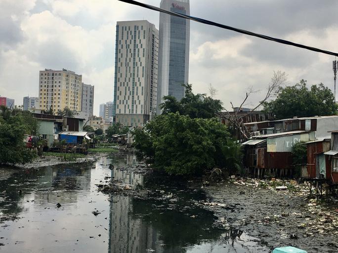 Rạch Xuyên Tâm (từ kênh Nhiêu Lộc - Thị Nghè đến sông Vàm Thuật) nằm trên quận Gò Vấp và quận Bình Thạnh