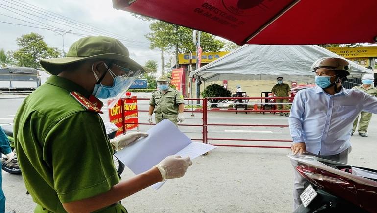 UBND tỉnh Bình Dương: Người dân tiêm ít nhất 01 mũi tiêm vắc -xin sau 14 ngày được phép tham gia lưu thông