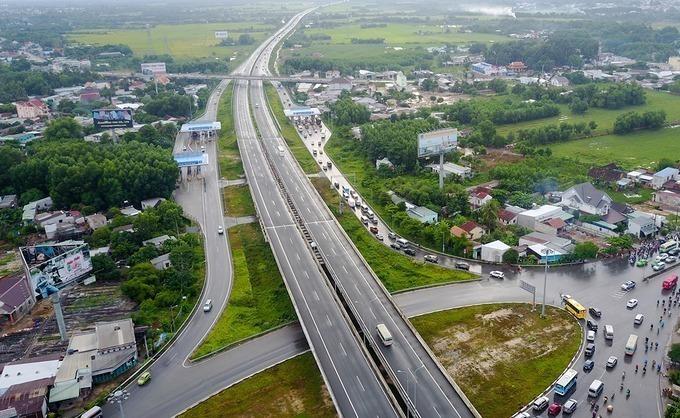 Đến năm 2030, hoàn thành khoảng 5.000 km đường bộ cao tốc, 172 tuyến quốc lộ