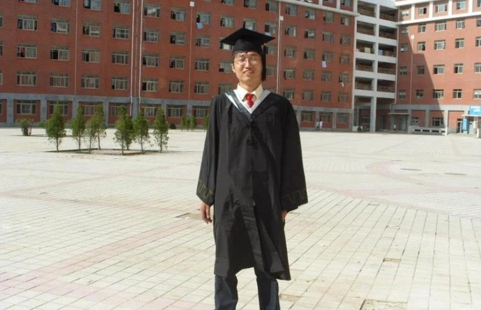 Hình ảnh nhà sáng lập SHEIN trong ngày tốt nghiệp
