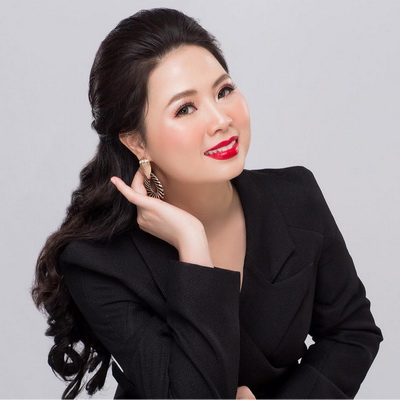Bà Phạm Thị Hoa Hồng- Tổng giám đốc Công ty TNHH Rosa Bonita Và Công ty Cổ phần tư vấn và đào tạo Kingsman