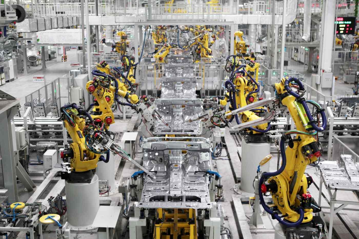 Doanh số bán xe của Trung Quốc trong tháng 7 đã giảm trong tháng thứ ba liên tiếp, một phần trạng thái thiếu chip toàn cầu. © Reuters