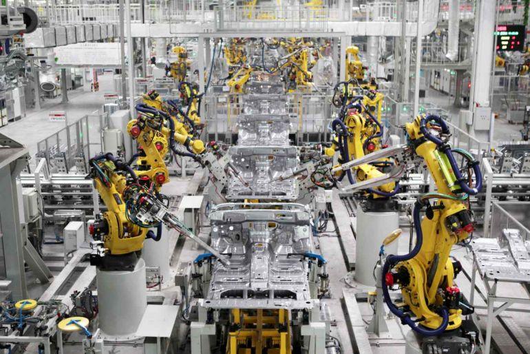 Sản lượng công nghiệp Trung Quốc và doanh thu bán lẻ tăng trưởng chậm lại đáng kể