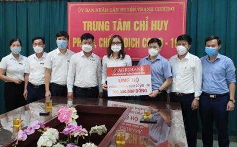 Agribank Nam Nghệ An ủng hộ huyện Thanh Chương 100 triệu đồng cho Quỹ vắc-xin và công tác phòng, chống dịch Covid-19