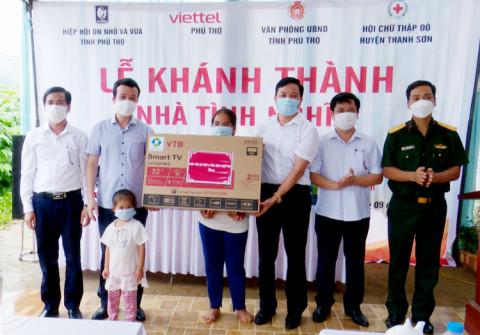 Phú Thọ: Các mạnh thường quân bàn giao nhà tình nghĩa cho gia đình có hoàn cảnh khó khăn tại huyện Thanh Sơn