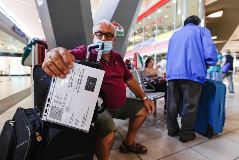 Ý tiên phong bắt buộc thẻ xanh Covid đối với khu vực công và tư nhân