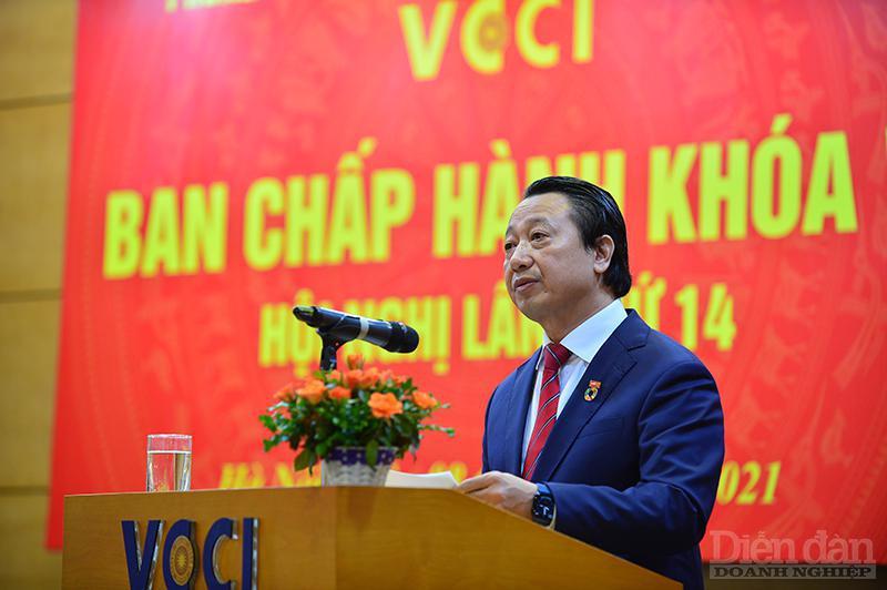 Ông Nguyễn Quang Vinh, Tổng Thư ký VCCI thông tin về Hội đồng Hợp tác Doanh nghiệp ứng phó Covid 19. Ảnh: DDDN