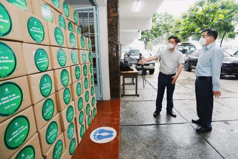 Tập đoàn Ecopark ủng hộ các tỉnh thành 200.000 lọ thuốc đặc trị Covid-19