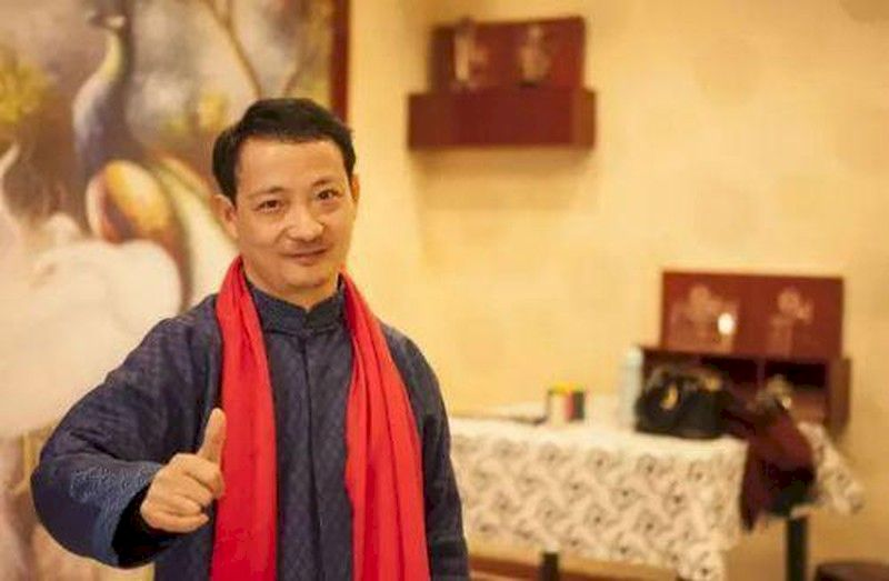 Thôi Vạn Chí là CEO của công ty trang phục DieLian và sườn xám QueZhiLian. Nguồn: Internet