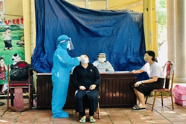 Test nhanh Covid-19 trên địa bàn tỉnh Thanh Hóa, mỗi nơi một giá khiến người dân băn khoăn