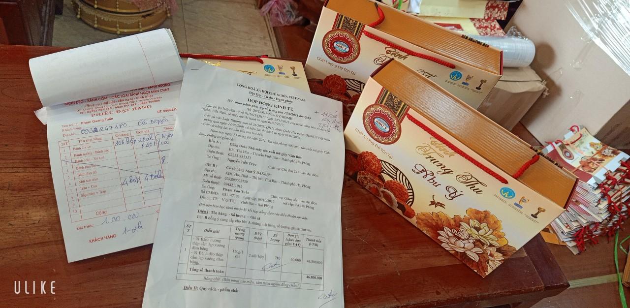 Mặc dù giá nguyên liệu, bao bì tăng nhưng cơ sở bánh ngọt Như Ý thị trấn Vĩnh Bảo vẫn hợp đồng giữ nguyên giá với tất cả các DN tại khu Công nghiệp, cùng chia sẻ áp lực khó khăn với DN để mỗi người lao động đều có hộp bánh dịp Tết Trung thu về gia đình.