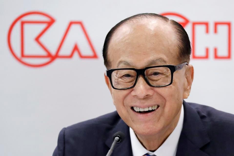 Li Ka-shing, người giàu nhất Hong Kong, đã nghỉ hưu với tư cách chủ tịch CK Hutchison vào năm 2018, nhưng tiếp tục giữ vai trò cố vấn cấp cao. ẢNH AP / KIN CHEUNG
