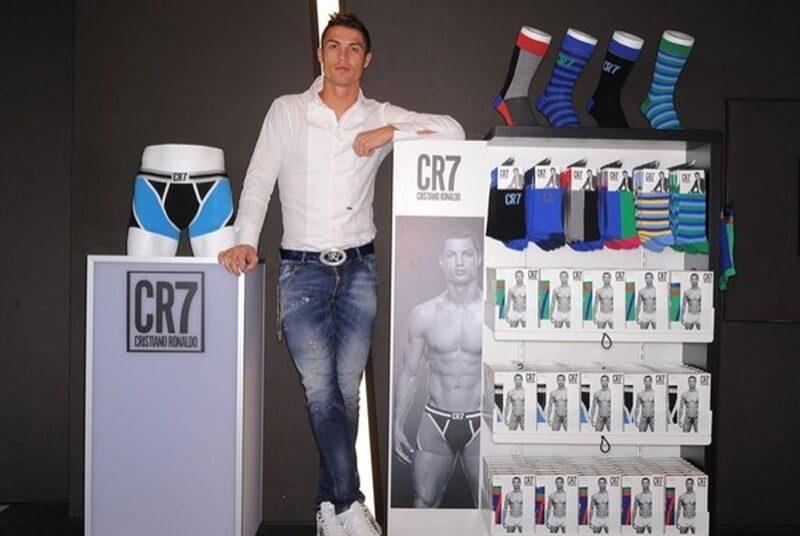 Theo IP Address Manager (IPAM), thương hiệu của Ronaldo đã đạt giá trị khoảng 102 triệu euro. Ronaldo đầu tư vào chuỗi khách sạn trên khắp thế giới, đặc biệt là ở Madrid.