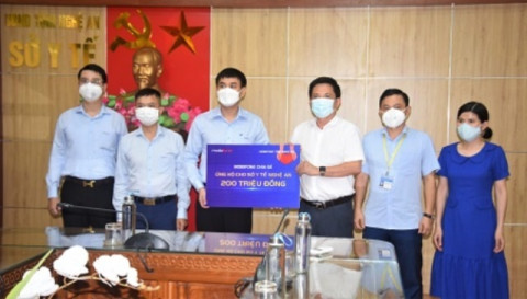 MobiFone Nghệ An ủng hộ 200 triệu đồng cho đội ngũ y, bác sỹ tuyến đầu phòng chống dịch Covid-19